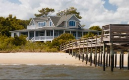 dock-off-emilys-beach-house-revenge1